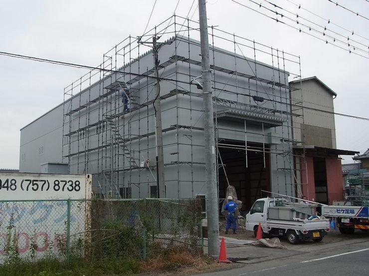 3工程中、第2期工事分施工です。奥に仕上がっているのが第1期工事分の建築です。