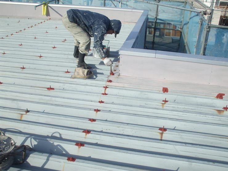 屋根のサビやすい個所はサビ止め処理を重点的に